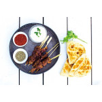 孜然烤羊肉串 / Spicy lamb skewers with cumin