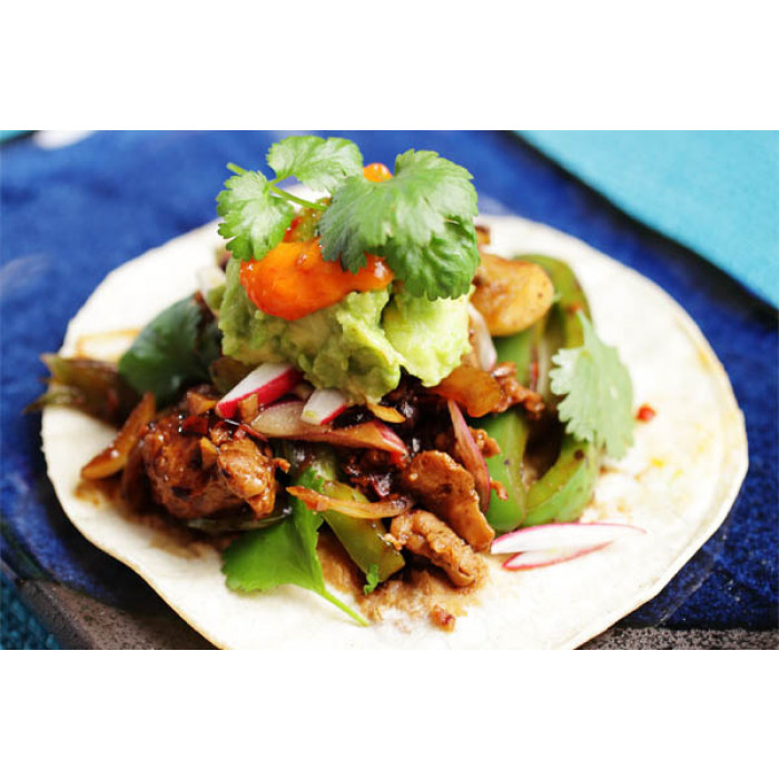 Chinese-Style Tacos with Avocado, Black Beans and Seitan / 中式豉汁炒素