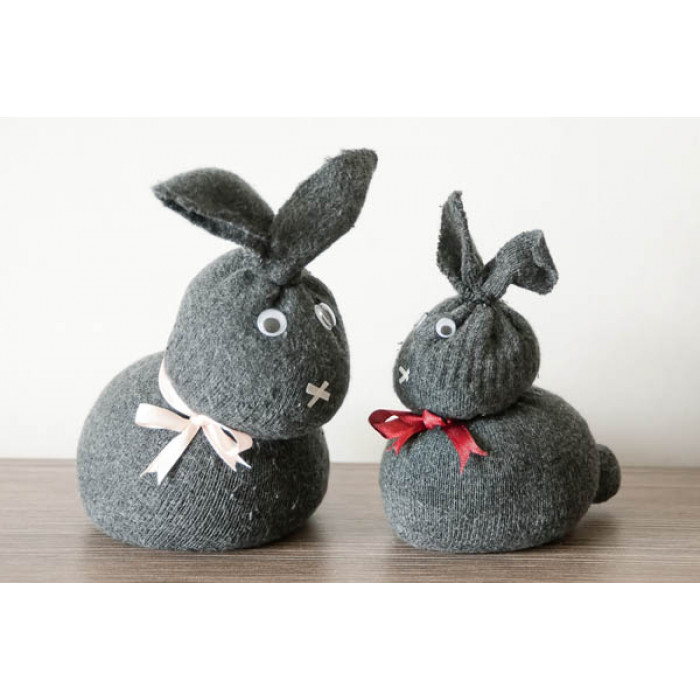 DIY Easter: how to make a sock bunny